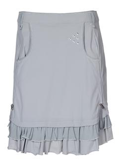 a et dress et concept jupes et courtes femme de couleur gris (photo)