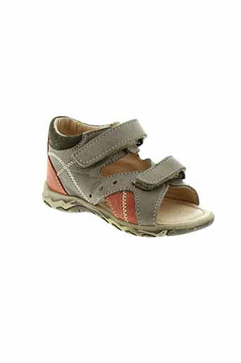 bopy sandales et nu et pieds garcon de couleur gris