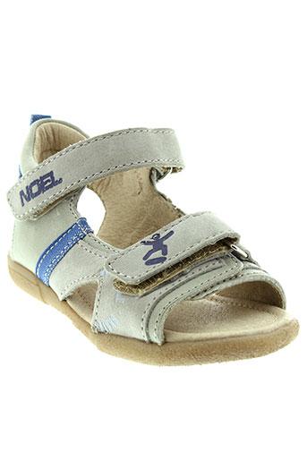 noel sandales et nu et pieds garcon de couleur beige