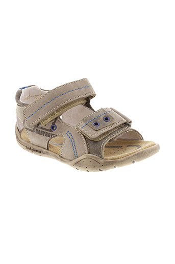 babybotte sandales et nu et pieds garcon de couleur beige
