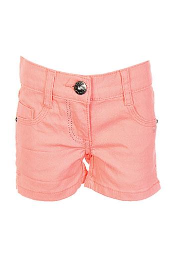 3 et pommes shorts et 1 fille de couleur orange (photo)