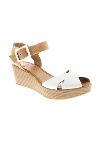 lune et l et autre sandales et nu et pieds femme de couleur blanc