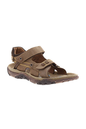 bopy sandales et nu et pieds garcon de couleur marron